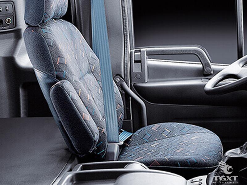 Xe Tải Hyundai 4 Chân 16 Tấn Gắn Cẩu Unic URV554