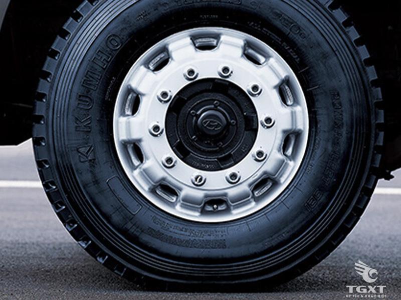 Xe Tải Hyundai HD360 20 Tấn Thùng Kín