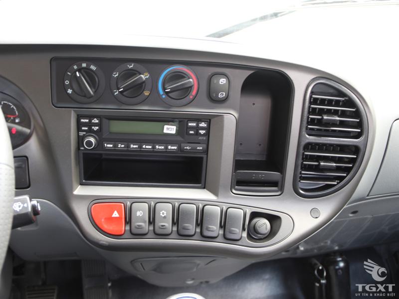 Xe Tải Hyundai New Mighty N250 1T9 Thùng Kín Bửng Nâng