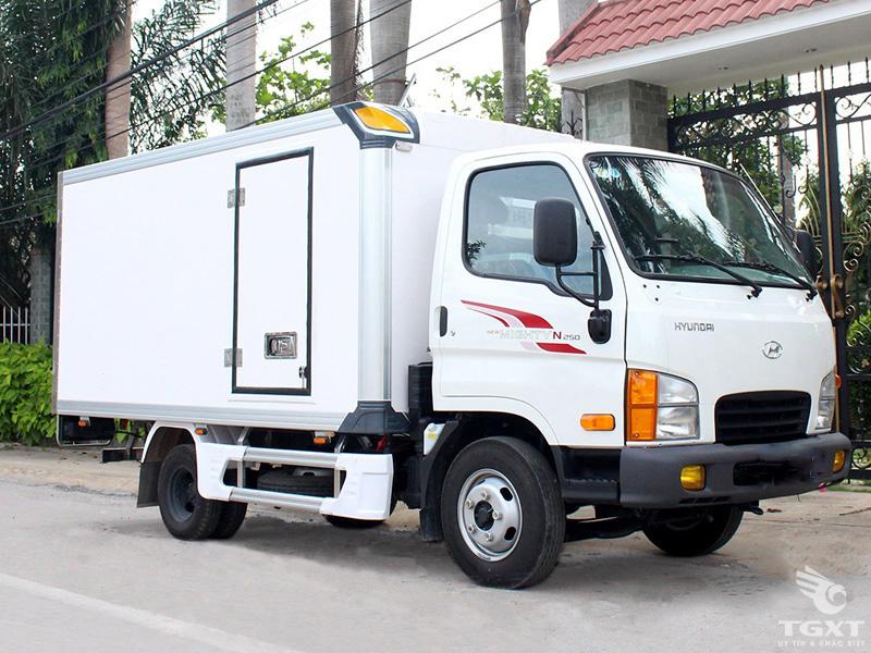 Xe Tải Hyundai New Mighty N250 2.4 Tấn Thùng Bảo Ôn