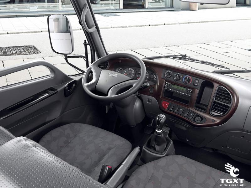 Xe Tải Hyundai New Mighty N250SL gắn cẩu Unic URV233